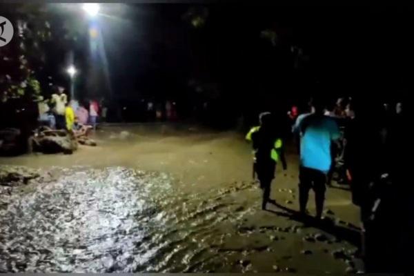 Sigi Regency Government Deploys Heavy Equipment to Overcome the Impact of Flash Floods