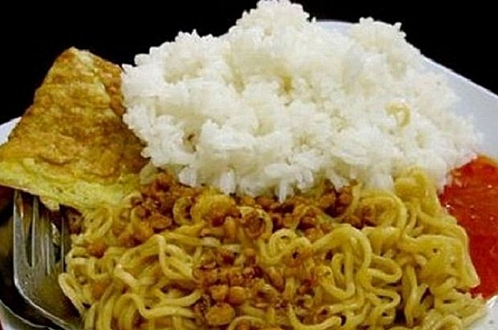 We Must be Careful to Consume Instant Noodles, Bad Impacts of Eating Instant Noodles with Rice