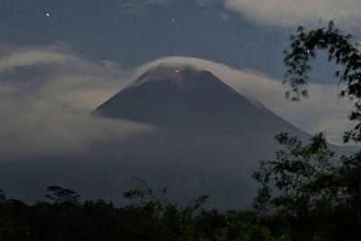 Mount Merapi Launches Hot Clouds  of  Avalanches as far as Two Kilometers